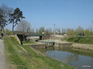 The lock leading onto the Saone from Pont de Vaux