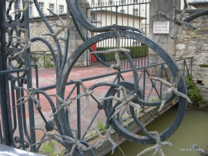 That's what you call security, in addition to a moat, the police HQ has a murderous-looking wrought iron barrier.