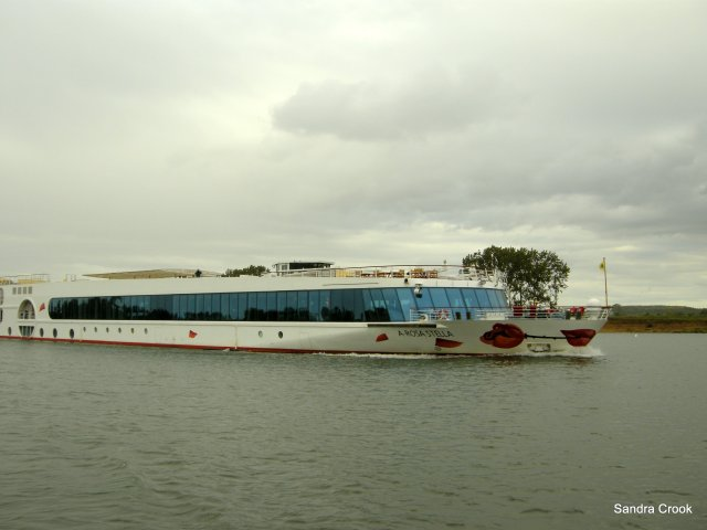 Rosa, photo taken 5 years ago when we passed her on the Rhone.