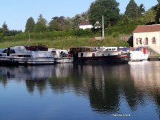 Mooring on pontoons at Chatillon en Auxois