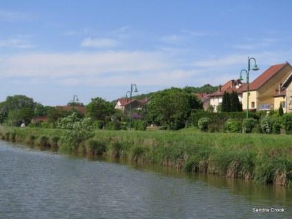 Rolampont village